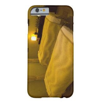 Dos camas en el salón de belleza, opinión de alto funda de iPhone 6 barely there