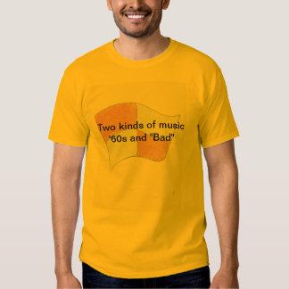 """Dos clases de los años 60 y de """"malo """" de la camisetas"""