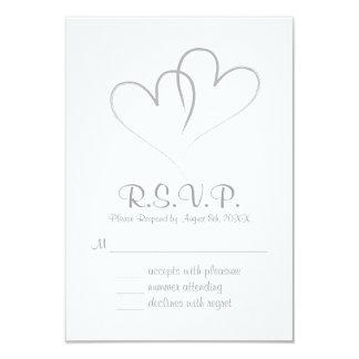 Dos corazones entrelazados casando la tarjeta de invitación 8,9 x 12,7 cm