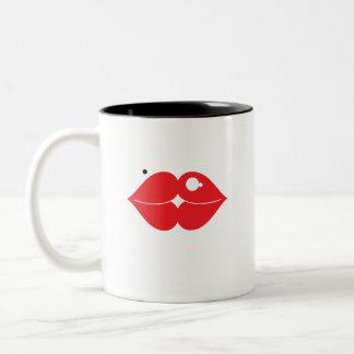 Dos corazones hacen una taza del beso
