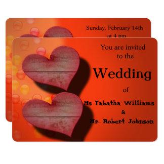Dos corazones románticos que casan la invitación