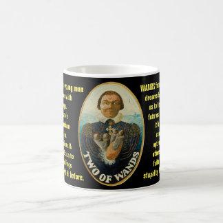 Dos de las varas - el tarot del marinero taza de café
