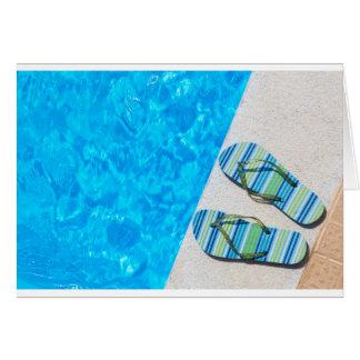 Dos deslizadores de baño en el borde de la piscina tarjeta de felicitación