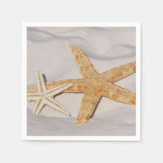 Dos estrellas de mar en la arena servilleta de papel