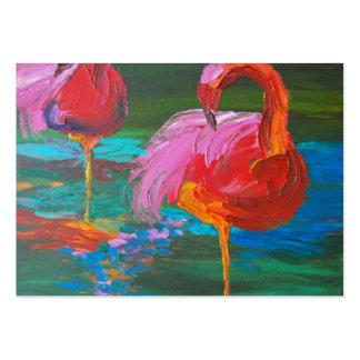 Dos flamencos rosados en el lago verde (arte de tarjetas de visita grandes