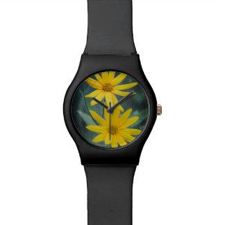 Dos flores amarillas de alcachofa de Jerusalén Reloj De Pulsera