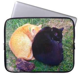 Dos gatos napping funda para portátil