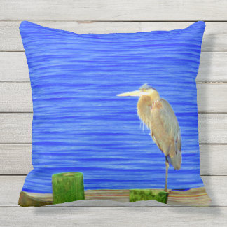 Dos imágenes de un pájaro en una almohada al aire