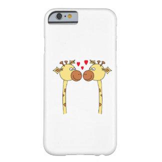 Dos jirafas con los corazones rojos del amor. funda para iPhone 6 barely there