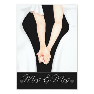 Dos novias en el boda lesbiano de los vestidos invitación 12,7 x 17,8 cm