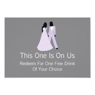 Dos novias liberan la bebida en nosotros (lila y invitación 8,9 x 12,7 cm