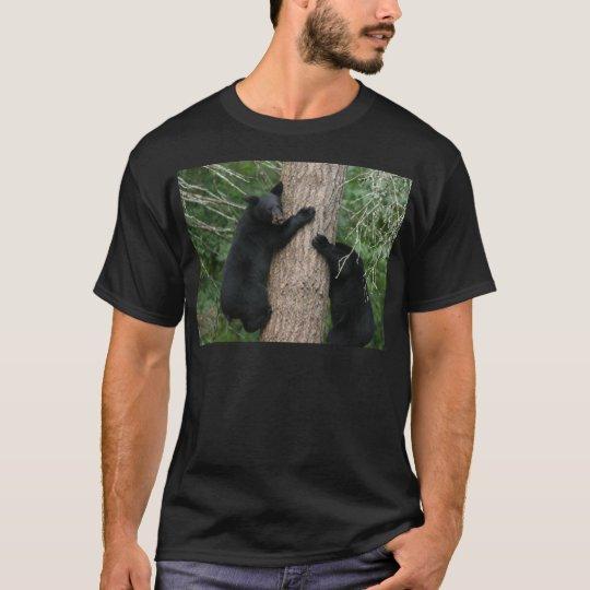 dos osos en un árbol camiseta