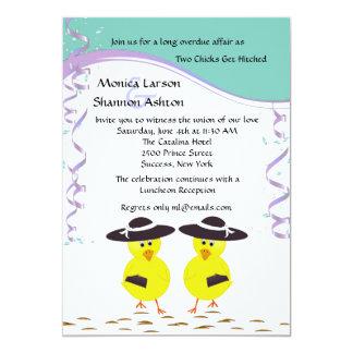 Dos polluelos que consiguen el boda lesbiano invitación 12,7 x 17,8 cm