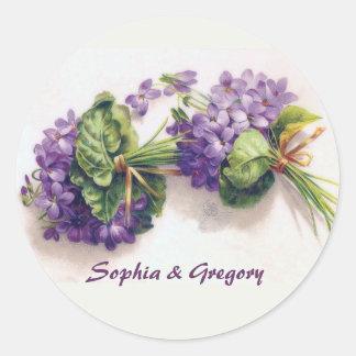 Dos ramos violetas del boda del vintage pegatina redonda
