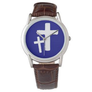 Dos símbolos cruzados blancos en el reloj para
