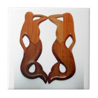 dos sirenas de madera talladas azulejo cuadrado pequeño