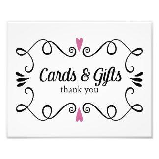 Dos tarjetas y regalos de los corazones que casan impresion fotografica