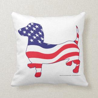 Doxie patriótico cojín decorativo