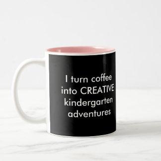 Doy vuelta al café en aventuras más buenas taza de dos tonos