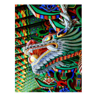 Dragón brillante del templo postal