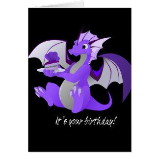 Dragón con la tarjeta de cumpleaños de la torta