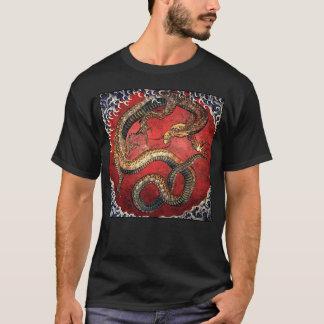 Dragón de Hokusai en la camiseta negra