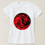 dragón en negro y rojo del yinyang camiseta