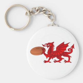 Dragón Galés con un llavero de la bola de rugbi