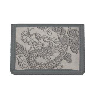 Dragón grabado en relieve en textura del cuero del