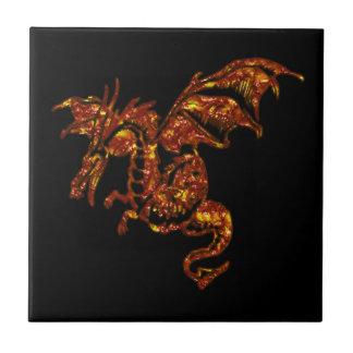 Dragón llameante en negro azulejo cuadrado pequeño