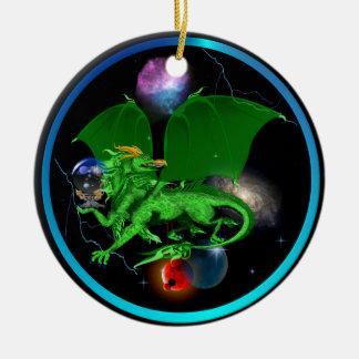 Dragón-Ornamentos verdes del universo Adorno Navideño Redondo De Cerámica