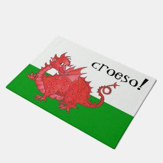 Dragón rojo lindo Galés en Croeso verde, blanco
