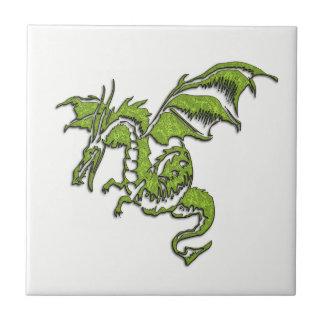 Dragón verde llameante azulejo cuadrado pequeño