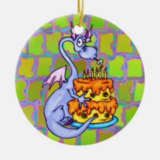 Dragón y torta de cumpleaños adorno redondo de cerámica
