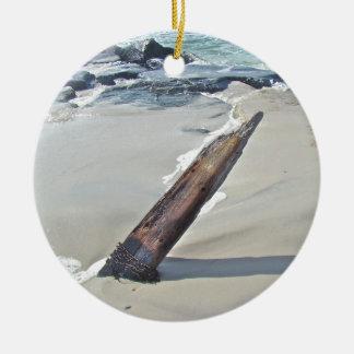 Driftwood soltado adorno navideño redondo de cerámica