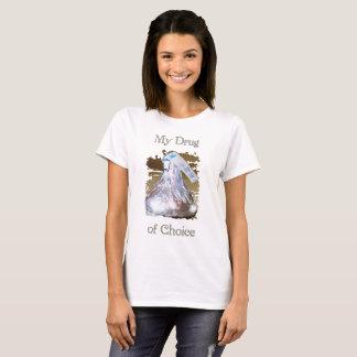 Droga de las mujeres de la camiseta linda bien