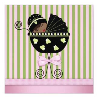 Ducha afroamericana verde rosada de la niña invitación 13,3 cm x 13,3cm