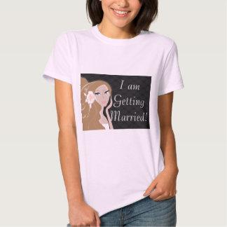 ducha nupcial del fashionista femenino elegante de camiseta