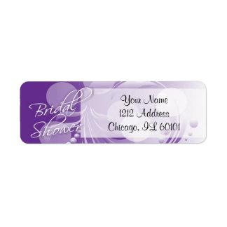 Ducha nupcial en un púrpura y blanco etiquetas de remite
