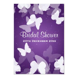 ducha nupcial púrpura de las mariposas evasivas invitación 12,7 x 17,8 cm