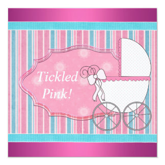 Ducha rosada cosquilleada de la niña del carro invitación 13,3 cm x 13,3cm