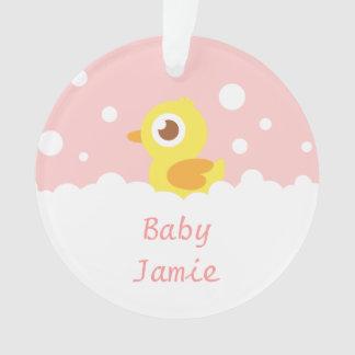 Ducky de goma lindo en el baño de burbujas para lo