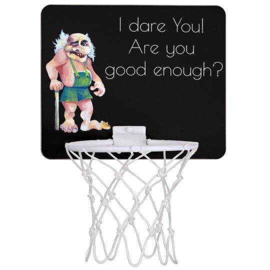 Duende de mirada divertido escandinavo del ogro mini aro de baloncesto
