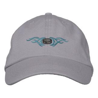 Duende malicioso de hockey tribal gorras de beisbol bordadas
