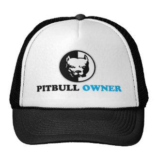 dueño del pitbull gorra