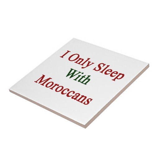 Duermo solamente con los marroquíes azulejos cerámicos