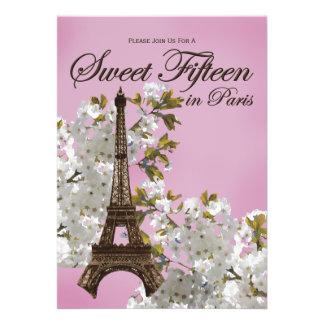 Dulce 15 de la torre Eiffel lila de quince invitac