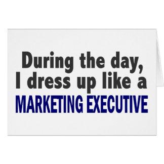 Durante el día me visto para arriba como ejecutivo tarjetas