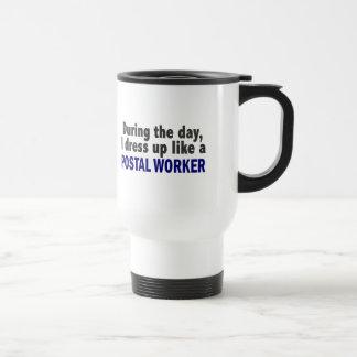 Durante el día me visto para arriba como un emplea taza de café
