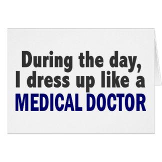 Durante el día me visto para arriba como un médico felicitaciones
